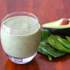 Green Smoothie: the solution for better skin, loose weight, more energie and so onnnnn. Try it you will love it! My favorite one, spinach, pineapple and banana!