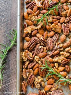 Spicy Maple Rosemary Roasted Nuts are a delicious, easy appetizer for entertaining and are perfect for homemade gifts. They're absolutely addicting! Trim Healthy Recipes, Nut Recipes, Healthy Snacks, Yummy Snacks, Healthy Eating, Yummy Food, Easy Make Ahead Appetizers, Yummy Appetizers, Appetizer Recipes