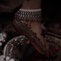 Indian Aesthetic, Aesthetic Women, Pakistani Culture, Royal Indian, Indian Photoshoot, Brown Girl, Pakistani Bridal, Party Wear Dresses, Bridal Outfits