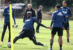 Manchester United manager Jose Mourinho believes Paul Pogba is the world's best midfielder, but does not expect the France international to produce fireworks… Soccer News, Manchester United, Comebacks, The Unit, Good Things, Running, World, Sports, Fans
