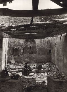 Kastri Preveza Priest in war-ravaged church, 1913 - Frederic Boissonnas People Around The World, Around The Worlds, Hellenic Army, Orthodox Priest, Magnified Images, Greek History, Frederic, Samana, Historical Images