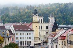 Есть страны и места, которые знают все от мала до велика. Все хотят туда съездить хоть раз в жизни. Все включают их в списки обязательных к посещению. И все точно знают, что это за страны и места. Просто у кого-то список шире и длиннее, а кого-то короче, но обычно сюда входят общелюбимые и общеизвестные, как, … Bratislava, Mansions, House Styles, Beautiful, Home, Manor Houses, Villas, Ad Home, Mansion
