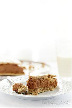 Gâteau ou entremets meringue noisettes, café et mousse au chocolat ©Edda Onorato