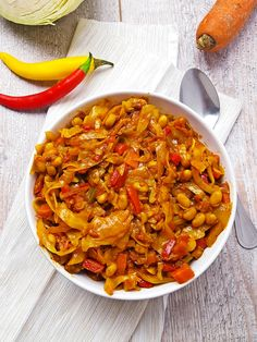 Chakalaka, or African salad Chakalaka, or African . Simply Recipes, Veg Recipes, Cooking Recipes, Healthy Recipes, African Salad, Tasty Meal, South African Recipes, Ethnic Recipes, Diet And Nutrition