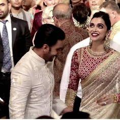 Inside Isha Ambani's wedding: Mukesh Ambani gets emotional, Deepika Padukone-Ranveer Singh's pics are a riot Stylish Blouse Design, Fancy Blouse Designs, Sari Blouse Designs, Indian Wedding Outfits, Indian Outfits, Deepika Padukone Style, Deepika Ranveer, Ranveer Singh, Designer Bridal Lehenga