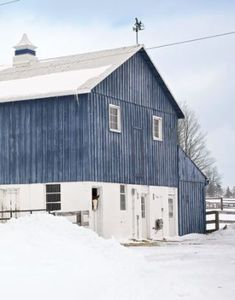 BARNS ARE BIG (AT LEAST THIS ONE LOOKS BIG TO ME)........ccp