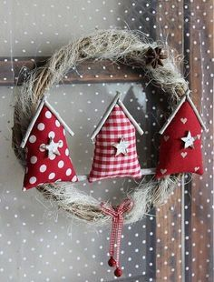 20 Christmas Craft Ideas with Patchwork, Christmas Makes, Noel Christmas, Rustic Christmas, All Things Christmas, Handmade Christmas, Felt Christmas Decorations, Christmas Wreaths, Christmas Ornaments, Christmas Houses