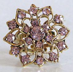 Чампа, цветок жасмина, является символом плодородия. Мотив Чампакали - бутоны жасмина составляющие ожерелье. Кулоны в форме бутона соединены нитью.