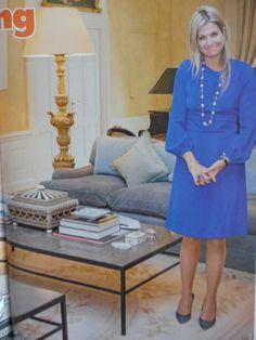 Maxima poseert in haar woonkamer op de Eikenhorst