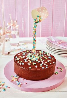 Small cake with star rain - Sweets - Cake Anti Gravity Cake, Gravity Defying Cake, Drip Cakes, Cake & Co, Eat Cake, Cake Recipes, Snack Recipes, Star Cakes, Festa Party