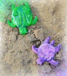 Green Turtle & Purple Turtle 5€.                   4€
