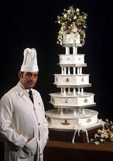 Só mais um bolo de mais de 20 , do casamento  de Diana Spencer e o Príncipe Charles em 29 de julho de 1981 .