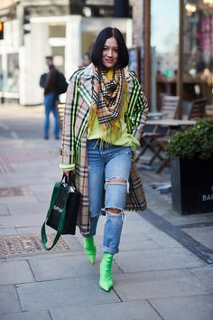 Rockin' green and chartreuse in the best way possible. #londonfashion Street Style London Fashion Week 2018