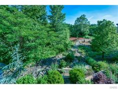 Take a stroll through the beautiful landscaping | 1508 Sommet Place, Saint Louis, MO