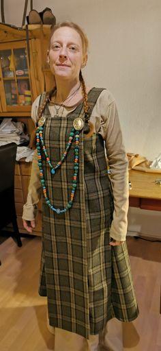 Wikinger Kleid und Prachtschürze Sari, Sewing, Fashion, Gowns, Saree, Moda, Dressmaking, Couture, Fashion Styles