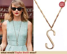 """Taylor Swift's """"S"""" necklace. Outfit Details: http://wwtaylorw.com/3127"""