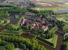 Fortress Bourtange - fortified city star-shaped border between the Netherlands and Germany. Watch > http://destinations-for-travelers.blogspot.com.br/2015/12/fort-bourtange-groningen-netherlands.html