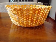 Risultati immagini per croche endurecido Crochet Bowl, Crochet Basket Pattern, C2c Crochet, Crochet Art, Crochet Doilies, Crochet Flowers, Crochet Stitches, Crochet Decoration, Handmade Crafts
