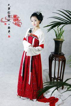 (Source: tieba.baidu.com)    Tags: hanfu 汉服 漢服 齊胸襦裙 花鈿