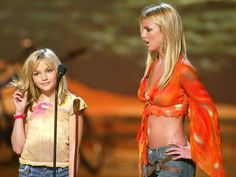 Find images and videos about britney spears and jamie lynn spears on We Heart It - the app to get lost in what you love. Britney Spears Young, Britney Spears Outfits, Britney Spears Body, Demi Lovato, 2000s Fashion, Fashion Outfits, 90s Grunge Hair, Jamie Lynn Spears, Britney Jean