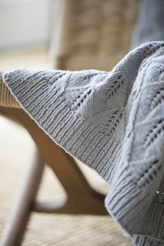 edelweiss blanket by pam allen / in quince & co. tern, color mist