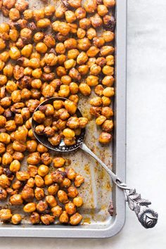 Crunchy Roasted Indian Masala Chickpeas An easy foolproof recipe for roasted chickpeas flavored with Indian Masala. This recipe is sure shot way to get super crunchy chickpeas or chanas. Chickpea Recipes, Vegetarian Recipes, Snack Recipes, Cooking Recipes, Healthy Recipes, Cooking Tips, Indian Snacks, Indian Food Recipes, Ethnic Recipes