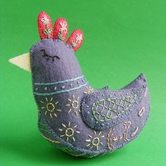 Free Pattern – Daisy the Pretty Felt Bird
