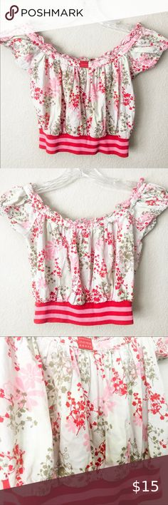"""CLAYEUX Pink Red Floral off shoulder Cropped Top CLAYEUX Floral off shoulder Cropped Blouson top ▪️Size: 8a/ 126cm European Sizing ▪️Pit to Pit: 15"""" ▪️Length: 11"""" ▪️Condition: great pre-owned condition. Clayeux is a Famous French designer. Kids top Clayeux Shirts & Tops Tank Tops Black And Blue Dress, Tommy Hilfiger Vintage, Famous French, Off Shoulder Crop Top, Military Style Jackets, Lace Up Booties, Plus Fashion, Fashion Tips, Fashion Trends"""