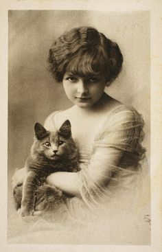A pretty girl and her cat, 1922 | 20 Lovely Cat Photos From The '20s