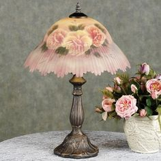 Jan's Page of Awesomeness! Such a sweet #shabby lamp