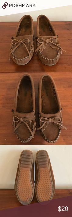 Minnetonka Kiltie Moccasin Rich suede is crafted into a classic moccasin. Styled with a fringed and contrast whipstitching. Lightweight sole offers traction and longevity. Suede upper/synthetic sole. In great condition. Minnetonka Shoes Moccasins