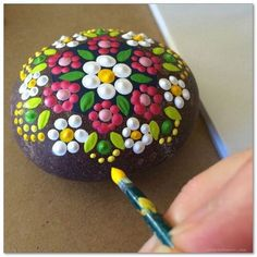 Pebble Painting, Dot Painting, Pebble Art, Stone Painting, Painting Flowers, Painting Tools, Stone Crafts, Rock Crafts, Diy Crafts