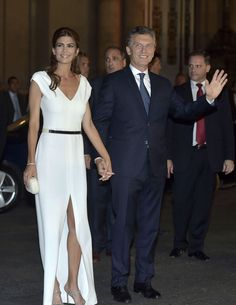 Meet Argentina's Stylish New First Lady, Juliana Awada Estilo Fashion, Ideias Fashion, First Ladies, Beautiful Evening Gowns, Lady, Nice Dresses, Formal Dresses, Celebs, Celebrities