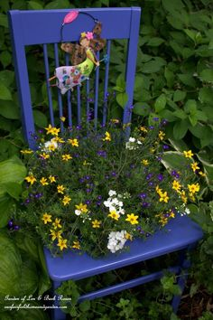DIY ~ Chair Planter (an easy, fun garden accent to make from a broken chair! Perfect for a pop of color on your deck, porch or in a flowerbed!) http://ourfairfieldhomeandgarden.com/diy-chair-planter/