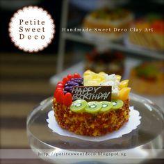 Fresh Fruit & Almond Cake miniatura Imán - en forma redonda - Torta de cumpleaños - Faux Alimentos - Miniatura Dollhouse - Petite dulce de Deco