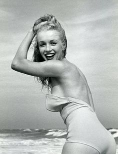 A gallery of some of the most beautiful images of Marilyn Monroe in a bikini, from the beginning to the last photo shoot: the green uniform . Art Marilyn Monroe, Estilo Marilyn Monroe, Marilyn Monroe Brunette, Stars D'hollywood, Marilyn Moroe, Most Beautiful Images, Classic Actresses, Norma Jeane, Vintage Hollywood