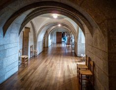 Elegant-servants-corridor-in-Castle-Drogo.-The-last-castle-built-in-England-completed-1930.-Drewsteignton-Devon-England.jpg (1024×796)