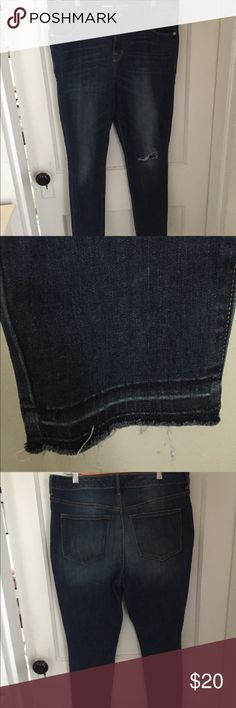 Old Navy distressed raw hem high waist jeans Old Navy jeans with high waist design and distressing. Perfect for casual looks and weekend outfits! Old Navy Jeans Skinny