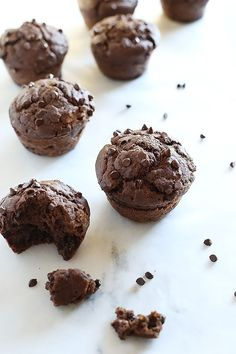 These Healthy Vegan Chocolate Chip Muffins are sweetened with maple syrup and chocolate chips, super easy to make and great for breakfast, dessert or just snacking! Healthy Vegan Snacks, Vegan Treats, Vegan Desserts, Vegan Recipes, Paleo, Vegan Food, Yummy Treats, Free Recipes, Sweet Treats