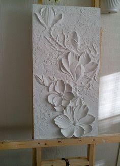 Flachrelief im Detail. Plaster Crafts, Plaster Art, Sculpture Painting, Wall Sculptures, Texture Art, Texture Painting, Glue Art, Clay Wall Art, Magnolia Flower