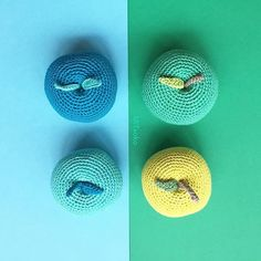 Blue or green?  Would it be tasty a blue apple ? . Azul o verde? Estaría buena una manzana azul ? . . . . . #mitxoko #mitxokocraft #colors #colorpop #amigurumi #amigurumitoy #amigurumiaddict #handmadetoys #handmadegifts #apple #crochetedtoys #crochetedfood #makersmovement #flatlayoftheday #foodart #colorgram #hallazgosemanal #abmcrafty #abmlifeiscolorful #craftastherapy #dscolors #crochetaddict #ganchillo #haken #hakeniship #häkeln #virkat #modernart #moderncrochet #moderncraft