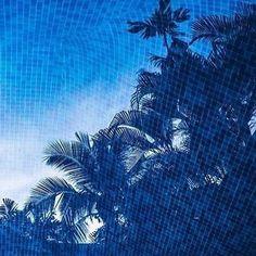 #Inspirations via @carnetstraverse - #COOL #bluecolor #colorsvibe #reflections #bluepool #summertime #wishwewerehere #getaway #eresparis #eresinspired #summer2016 #swimwear
