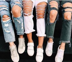 23 best Running Shoes with Jeans Outfits - Outdoor Click Elephant Bleu, Summer Outfits, Cute Outfits, Beach Outfits, Moda Blog, Fashion Moda, Look Cool, Swagg, Passion For Fashion