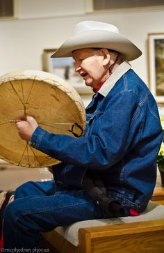 Allen Sapp (Canadian Cree) with Drum (First Nation's Artist) Native American Art, American Indians, I See Red, Canadian Art, Arts Ed, My Heritage, First Nations, Old Photos, Drums