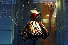 Monarch Butterfly Dress --- This would make an amazing Halloween costume. Or perhaps be the perfect outfit for a costume ball! It just needs one of those lovely little masquerade handheld masks on a stick. Butterfly Dress, Butterfly Wings, Butterfly Fairy, Madame Butterfly, Butterfly Halloween, Halloween Ball, Butterfly Fashion, Morpho Butterfly, Blue Morpho