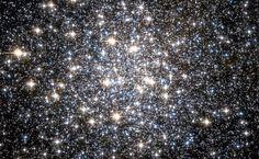 MESSIER 10 (M10) – THE NGC 6254 GLOBULAR CLUSTER