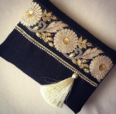 Black Ethnic Clutch Black Jute Handmade by BohoChicCollection Diy Clutch, Clutch Bag, Handmade Handbags, Handmade Bags, Pochette Diy, Boho Bags, Craft Bags, Fabric Bags, Beaded Embroidery
