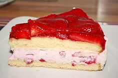 Erdbeertorte Strawberry cake 17 StrawberrycakeLemon cream between fStrawberry Raffaello cake Pound Cake Recipes, Food Cakes, Macaron, Coffee Cake, No Bake Cake, Vanilla Cake, Nutella, Yogurt, Keto Recipes
