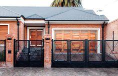 Mirá imágenes de diseños de Casas estilo moderno: LEVALLE HOUSE. Encontrá las mejores fotos para inspirarte y creá tu hogar perfecto.