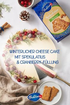 Bei diesem leckeren No Bake Cheesecake möchte man doch sofort zugreifen: Der Boden besteht aus leckerem Bahlsen Mandel Spekulatius getoppt mit einer fruchtigen Cranberryfüllung. Dekoriert wird der Cheesecake mit frozen Cranberrys und Rosmarinzweigen.